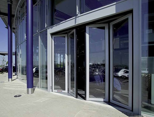 Showroom with folding doors from Hormann