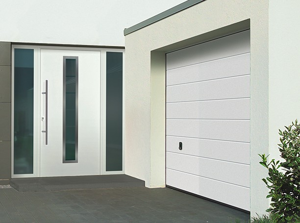 TPS 700 with LPU40 M Ribbed sectional door in white