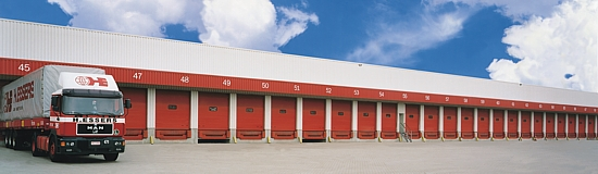 Hormann SPU 40 sectional doors at a warehouse facility